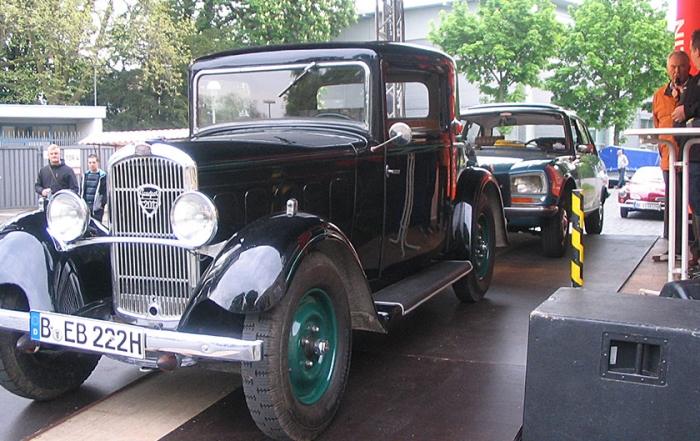 Vorstellung-Peugeot_201-und-Peugeot_504